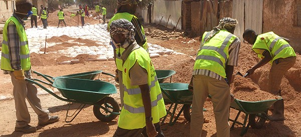 locals from the Somali refugee returnees participate in Do-Nou technology road project