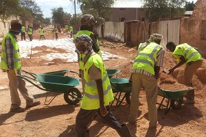 Somali  refugee  returnees  working  on  a  road  project